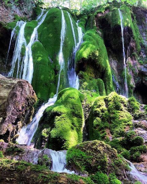 آبشار تمام خزه ای بولا در مازندران